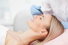 ニキビ跡の光治療・レーザー治療とは?デメリットや痛みはある?