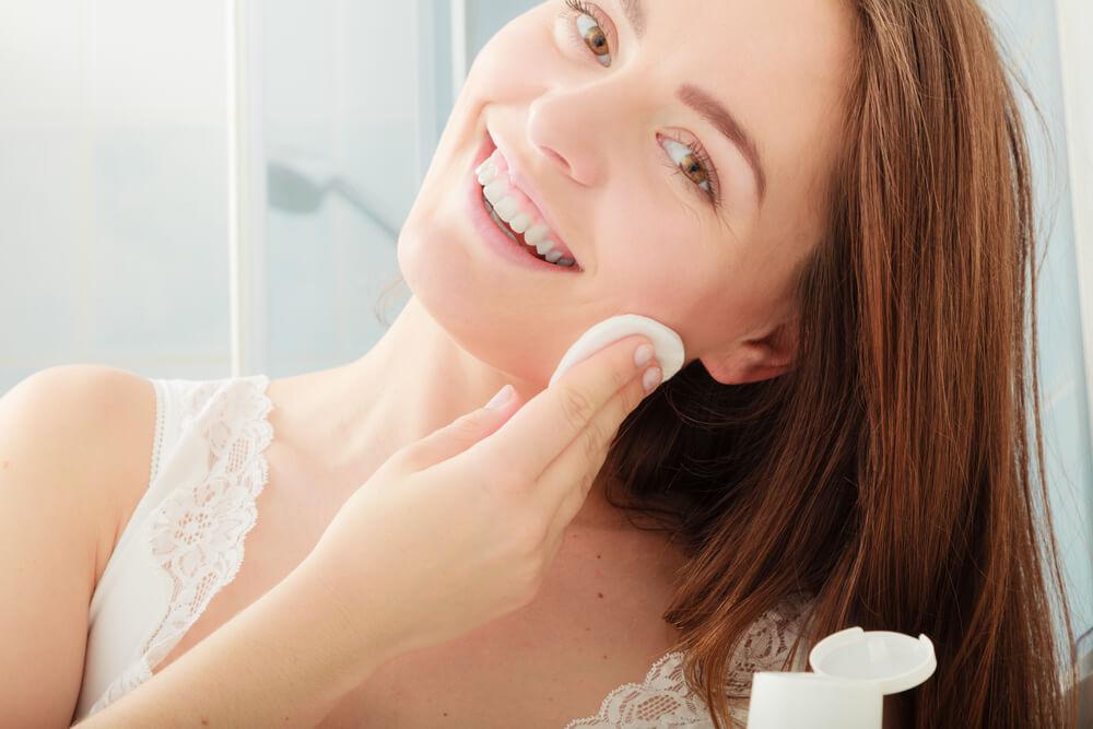 化粧水の浸透力を高めるには「拭き取り化粧水」がおすすめ
