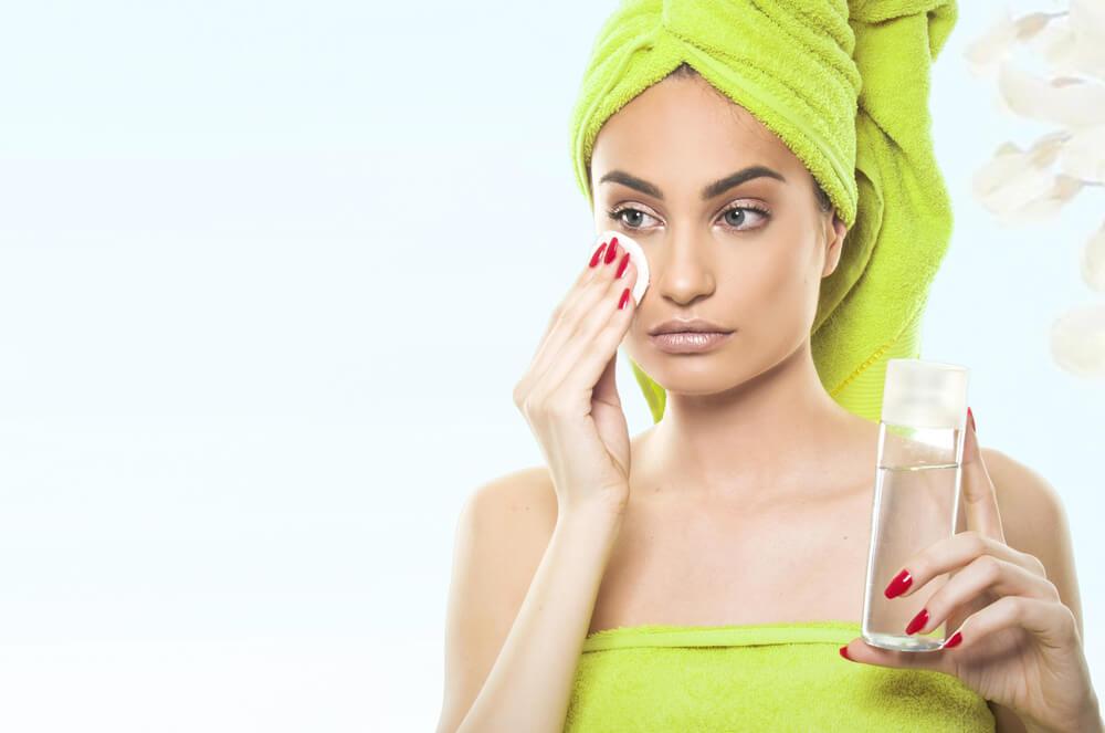 ニキビケアにおすすめの拭き取り化粧水を紹介!効果的な使い方とは?