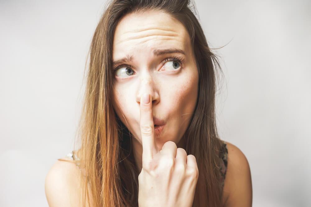 鼻ニキビの原因は?