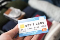 デビットカードとクレジットカードの違いは何だ!?