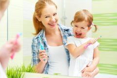 毎日してる歯磨き。意外と間違いだらけ?!正しい歯磨き法で白い歯に