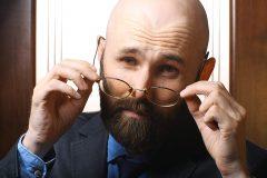 抜け毛が気になって病院へ…。抜け毛治療は保険って適用されるの?