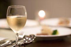 赤ワインよりも白ワインがむくみの味方に!