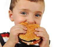 栄養不足は髪の毛の敵!その食生活が薄毛を進行させているかも!?