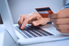 PayPalはデビットカードでもクレジットカードのように利用できるの?