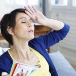暑い。体も熱い。更年期のほてり・のぼせ「ホットフラッシュ」の原因と対策法