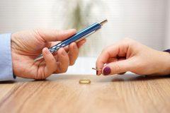 不倫や離婚の慰謝料に税金はかかる?確定申告は必要?