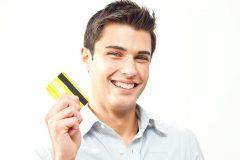 学生で初めてクレジットカードを持つ時に気をつけておきたい注意点