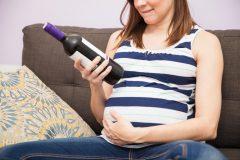 【妊娠中のお酒】飲酒の影響はいつから?アルコール摂取のリスクとは?