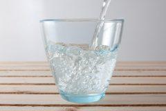 炭酸水は、ダイエットにいいだけじゃない!便秘にも効果◎