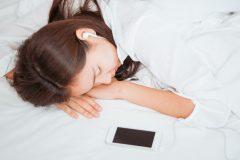 「平日は忙しいから休日は寝だめ」の人必見!正しい寝だめで仕事効率もアップ!
