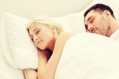 寝顔は、絶対彼に見られたくない!眠るときは、いつも半目開いてる!