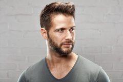 男性のオイリー肌はテカる!皮脂コントロールできる化粧品の選び方とは?