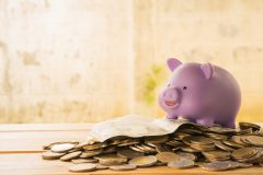 転職活動中の無収入期間に備えて貯金はどれくらいあれば安心できる?