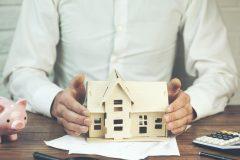 カードローンを利用していると住宅ローンの審査に不利なの?