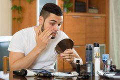 男性は目元のシワ、ほうれい線で年齢がバレる?化粧品でスキンケア対策しよう
