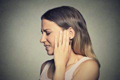 キーンと響く、妊娠中の耳鳴りの原因と対策とは?つわりとも関係がある?