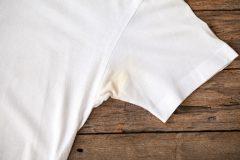 ワキガの服の黄ばみが気になる!黄ばみ対策は衣類の素材選びが大事?