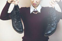 靴を脱いだ瞬間、足が臭い!においの原因は?予防する方法ってあるの?!