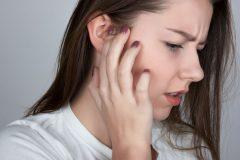 耳のにおいの原因と対策方法は?耳垢がクサイのは体臭にも影響する?!