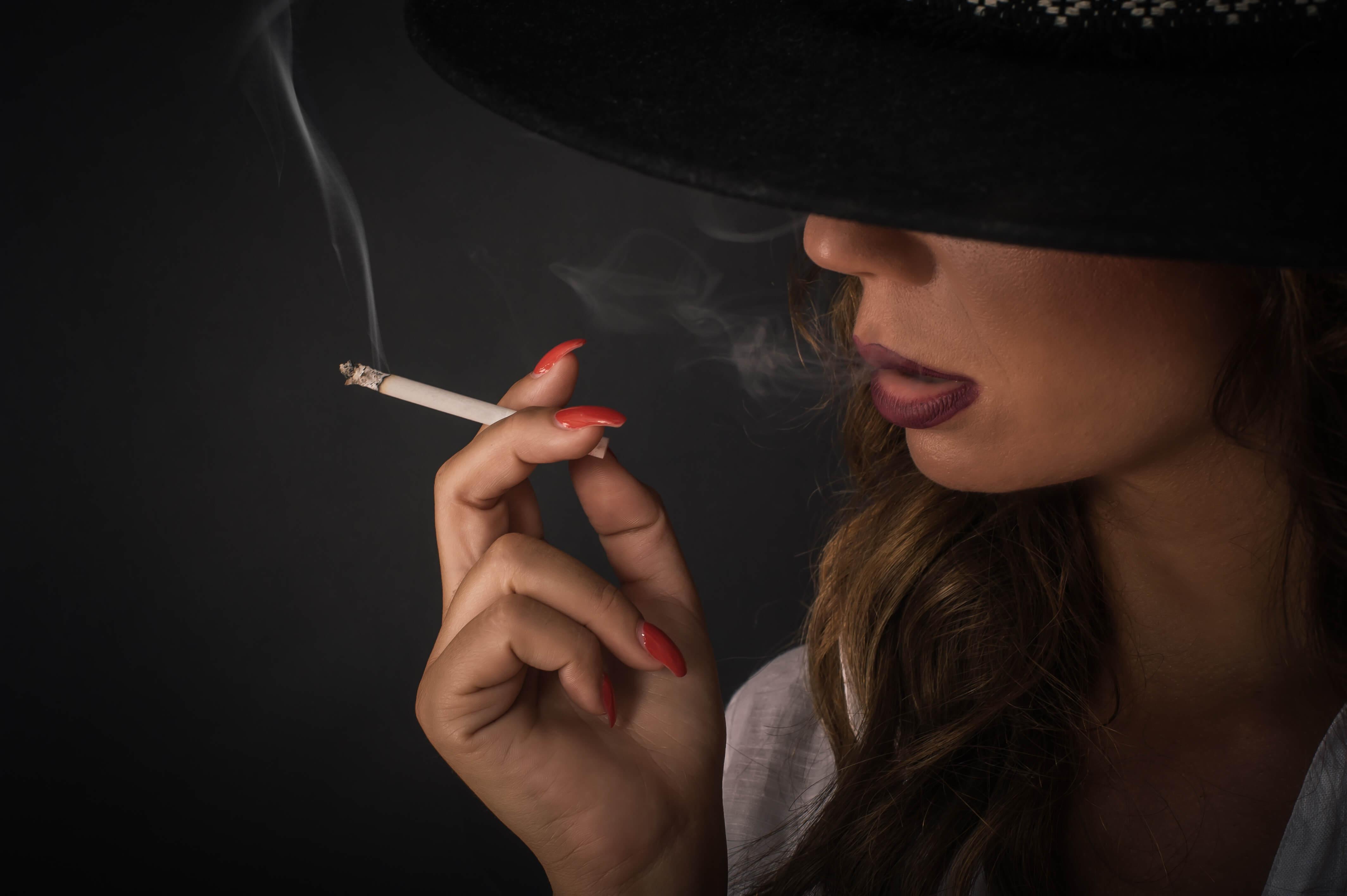 タバコをアイコスに変えると禁煙できるの?成功者の多いアイテムを紹介