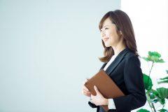 女性が気になる疑問!服装や髪色などで転職に有利・不利はある?