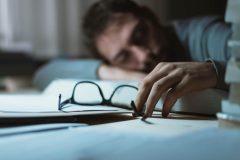 体臭がアンモニアのにおい?!ストレスや疲れからくる「疲労臭」のせいかも!