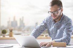転職で資格を持ってたら有利?資格なしでも成功する方法はあるの?