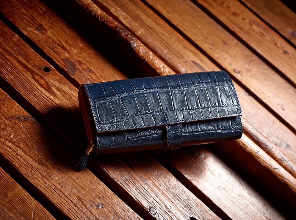 特徴、型押しクロコの革財布