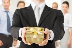 社会人になる彼氏に就職祝いで革財布をプレゼントするのはあり?