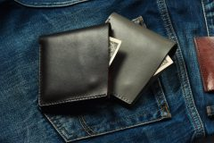 メンズ革財布の二つ折りで今流行りのおすすめブランドを紹介