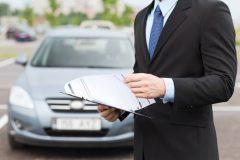 名義人以外の人間が車を売る場合は?名義変更が必要だったりするの?