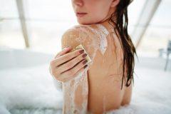 背中ニキビにおすすめの石鹸とボディソープを紹介!正しい洗い方は?