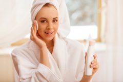 化粧水だけでニキビケアと保湿はできる?正しいスキンケア方法を紹介