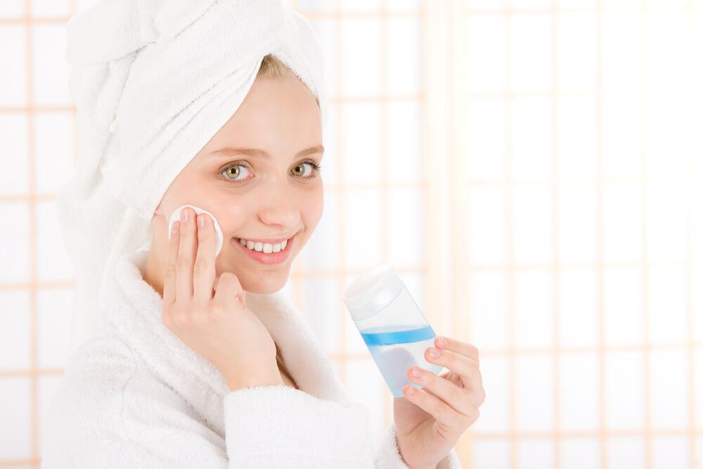 10代の思春期ニキビに人気の化粧水は?ドラッグストアでも買える?