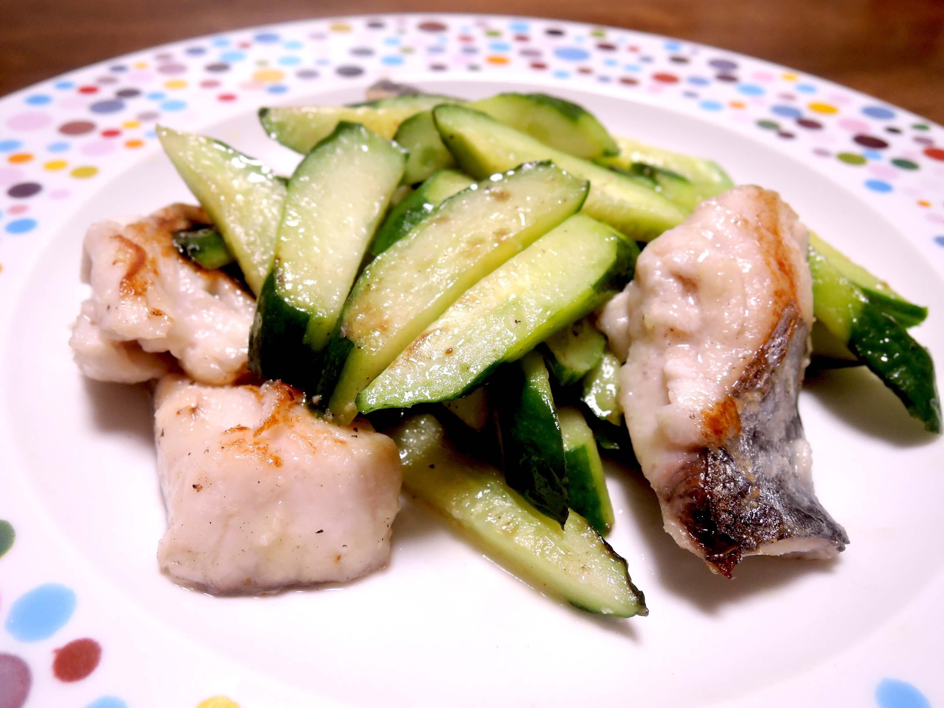 きゅうりと白身魚の炒め物