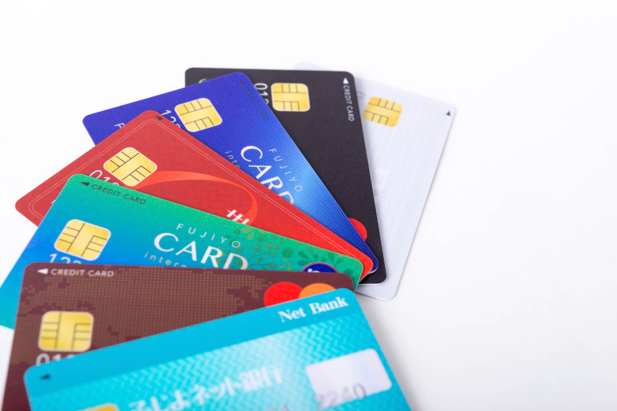 専業主婦は何枚カードを作れるのか