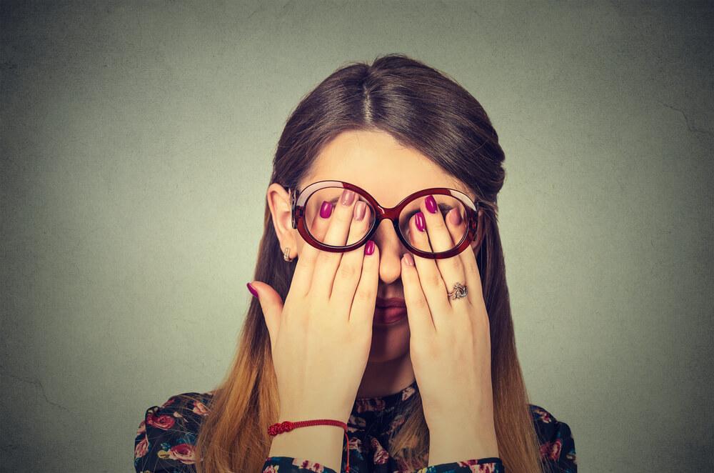 眼精疲労が続くとどうなる?