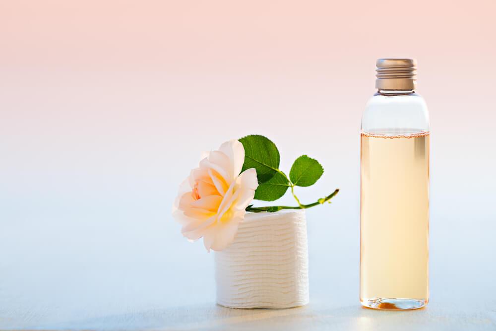 アトピー肌のスキンケアは保湿化粧水や美容液がおすすめ