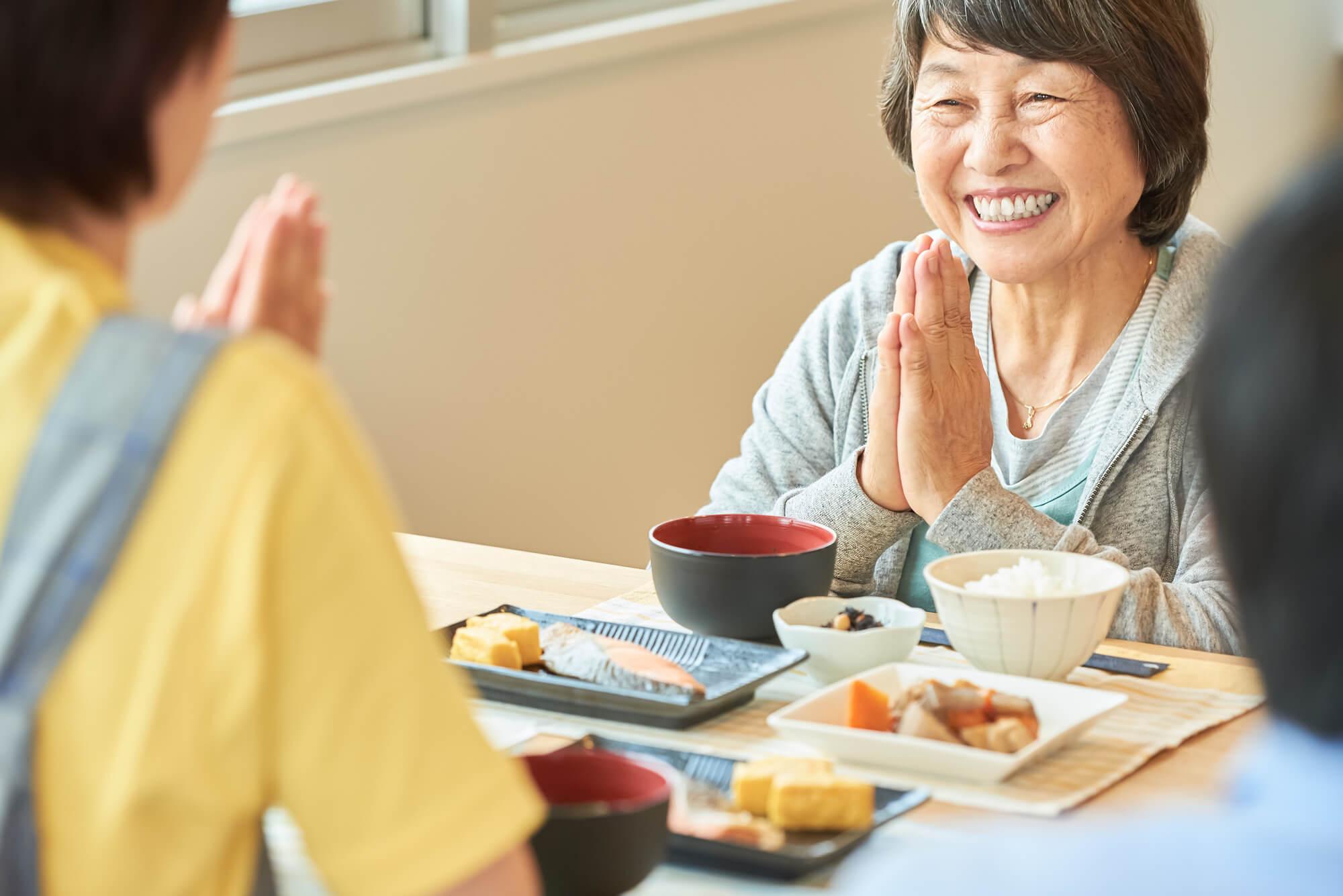 離れた親に安心の食事を届けたい!高齢者向けに便利な宅配食事3選